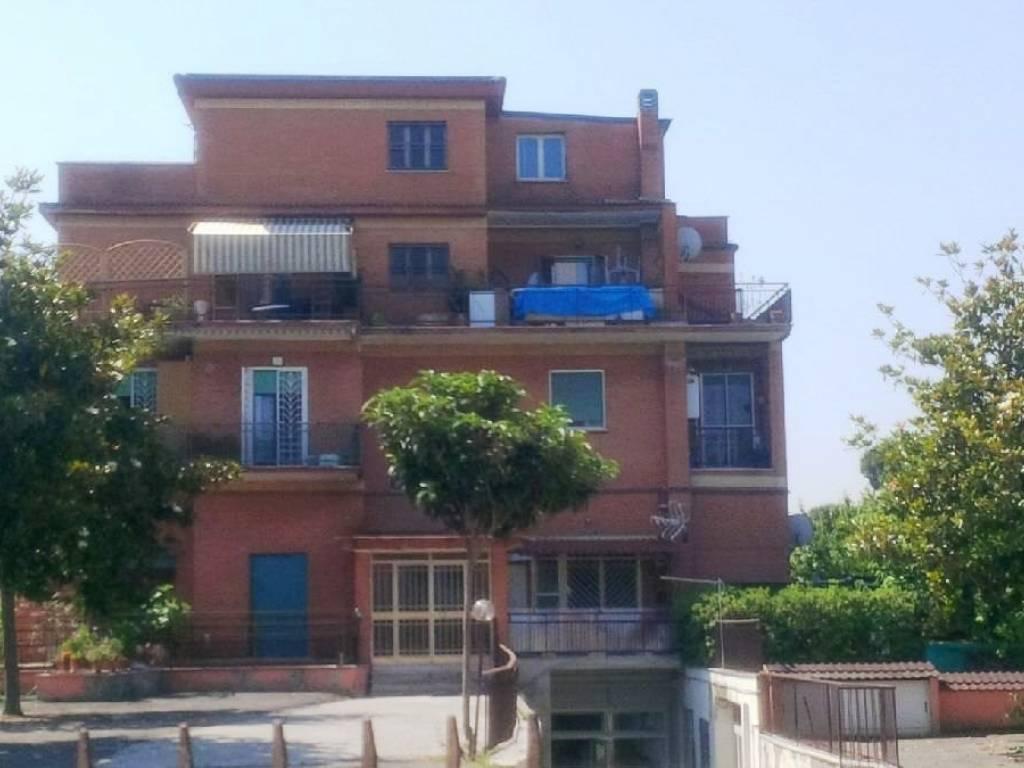 foto facciata Trilocale via Carlo Severini 32, Roma