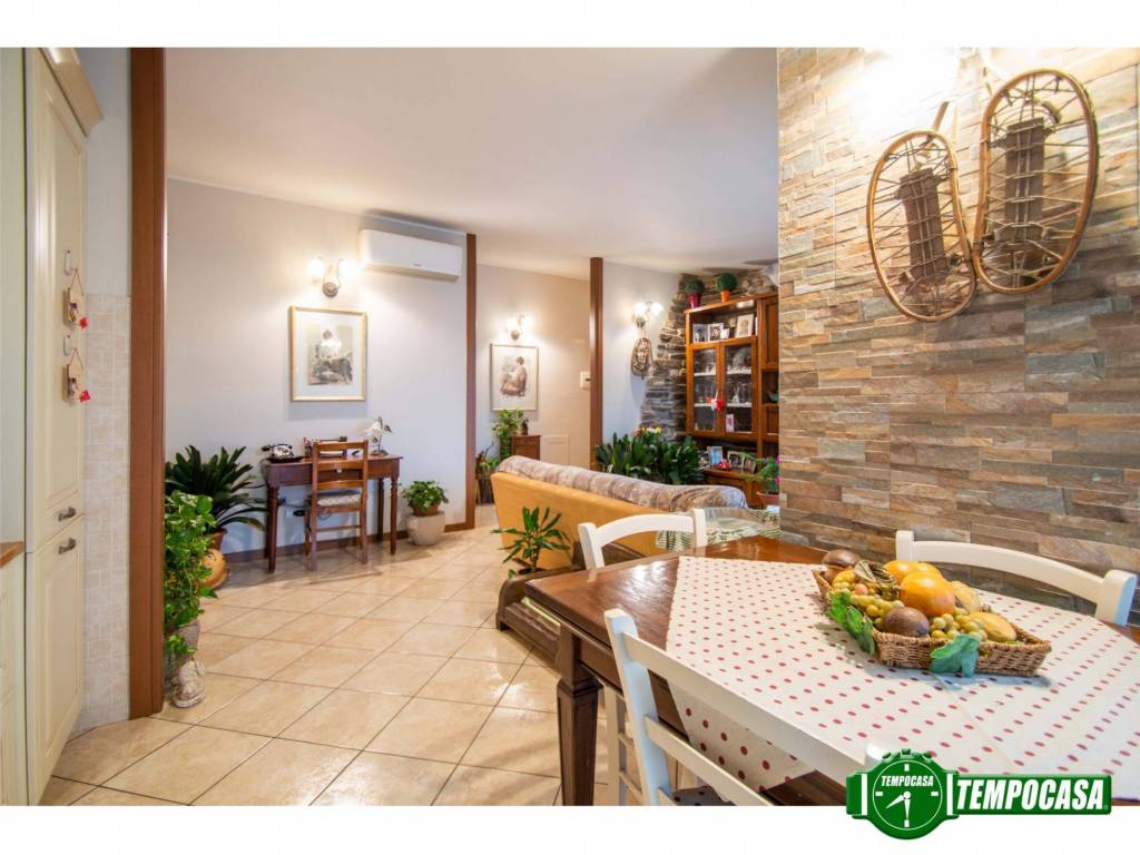 foto Soggiorno 4-room flat via Papa Giovanni Paolo II 13, Limido Comasco
