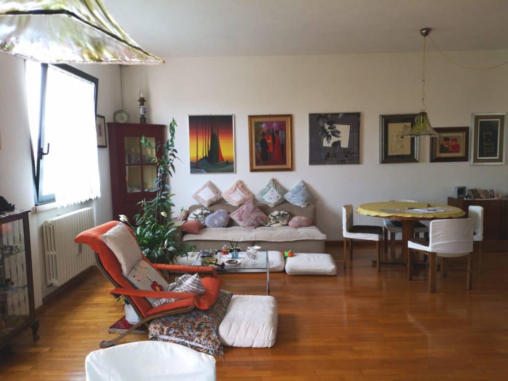 Al Giardino Ancona vendita villa bifamiliare in via pesaro ancona. buono stato
