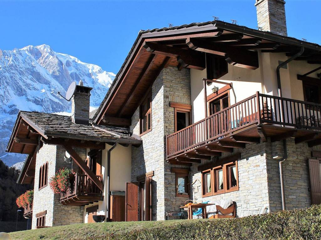 foto out 1 Attic Strada Statale SSan 26, Courmayeur