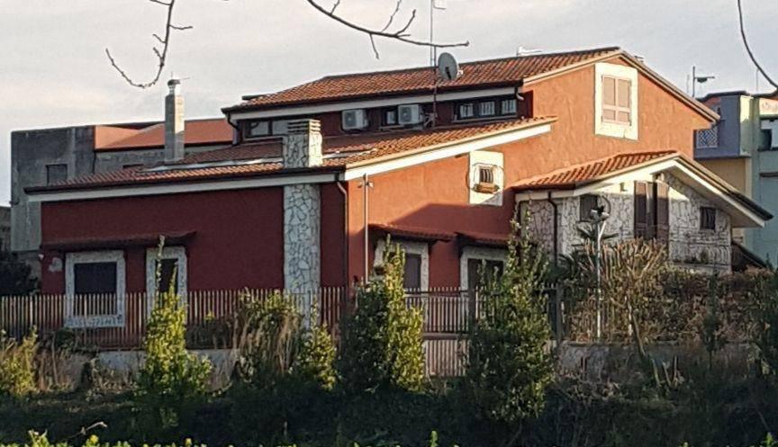 foto  Villa bifamiliare via Camillo Cucca, Brusciano
