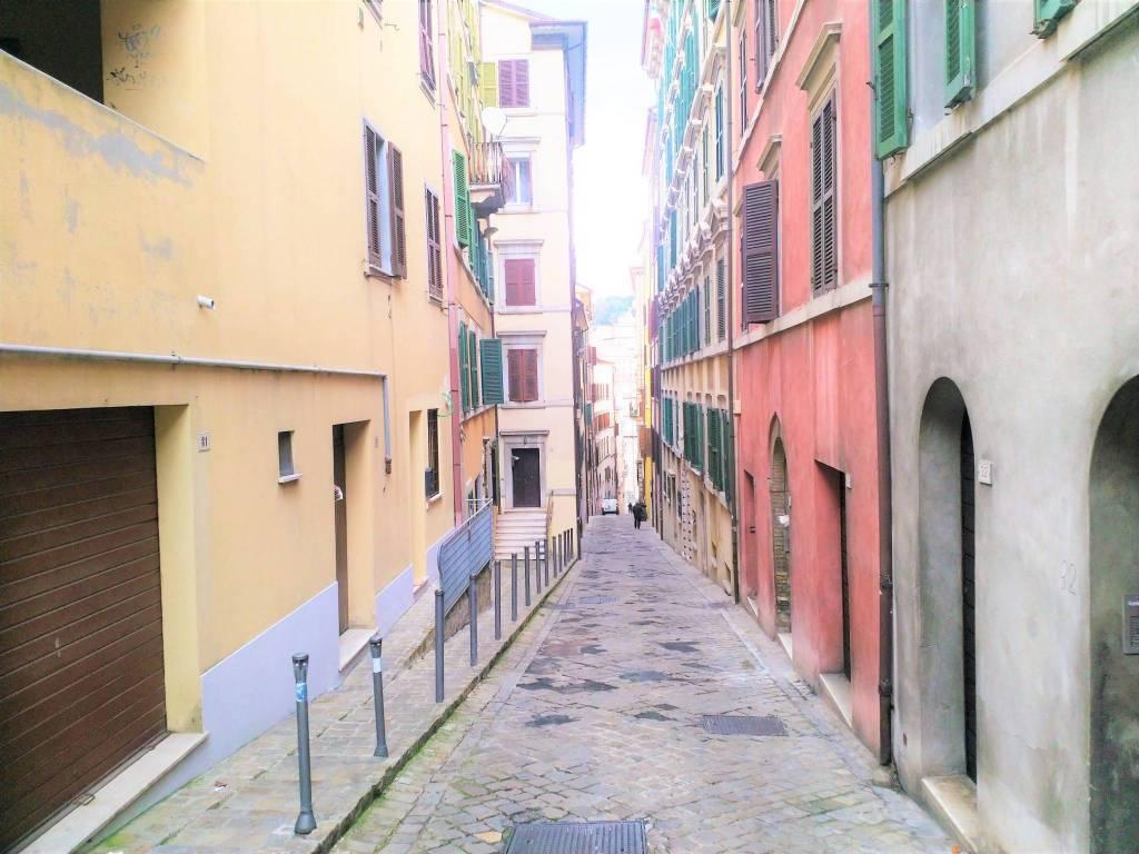 foto  Quadrilocale buono stato, secondo piano, Ancona