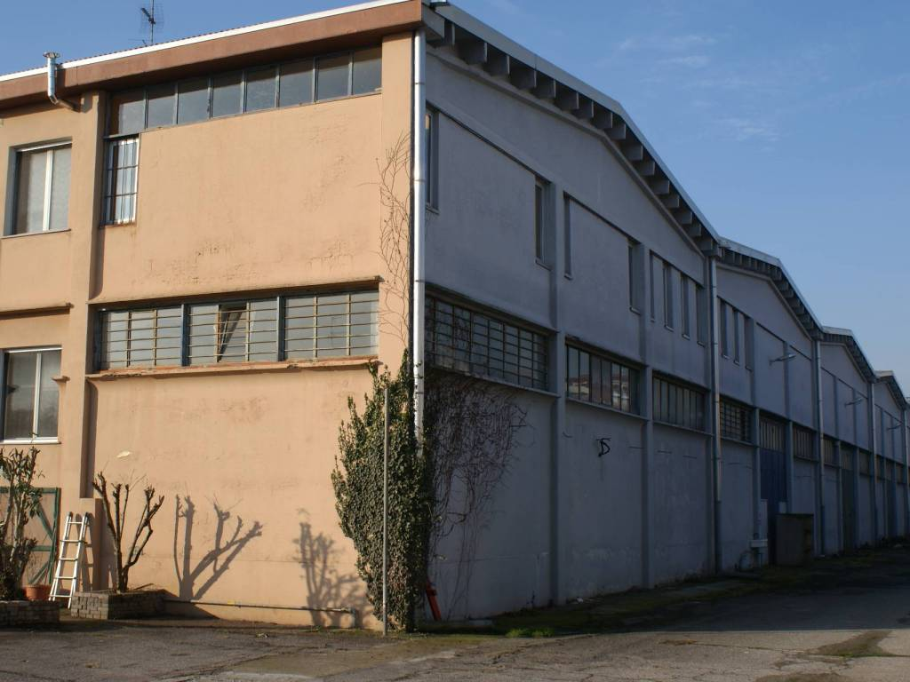 foto capannone Capannone in Vendita a Cesano Boscone