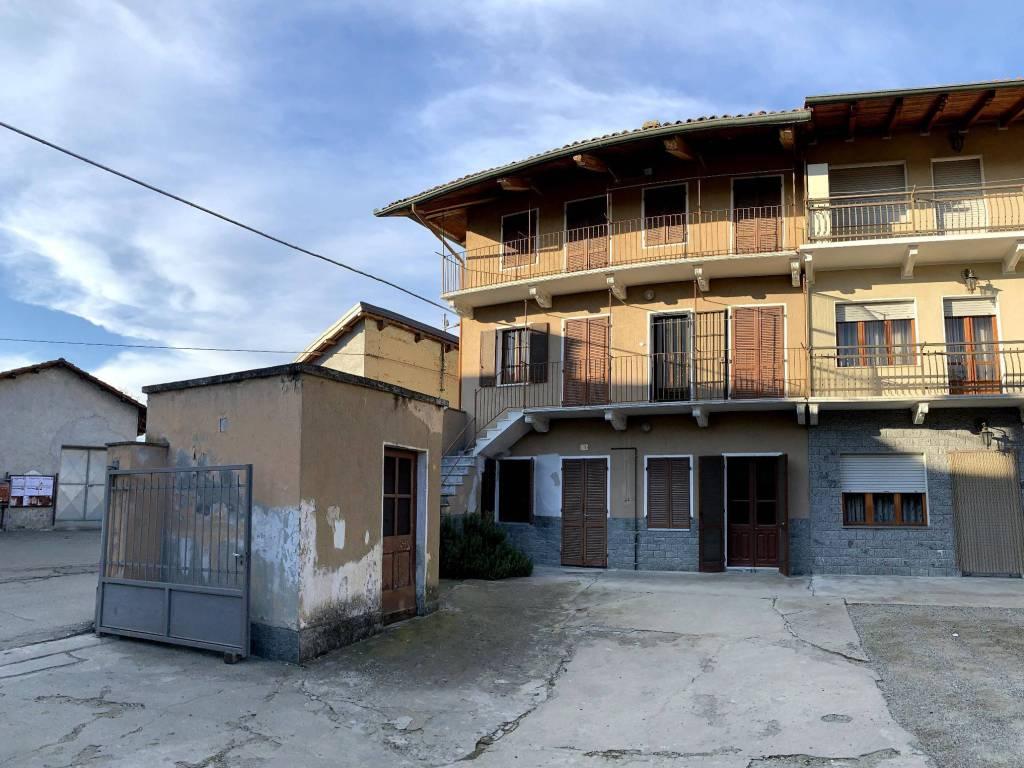 foto  Detached house 270 sq.m., to be refurbished, Strambino