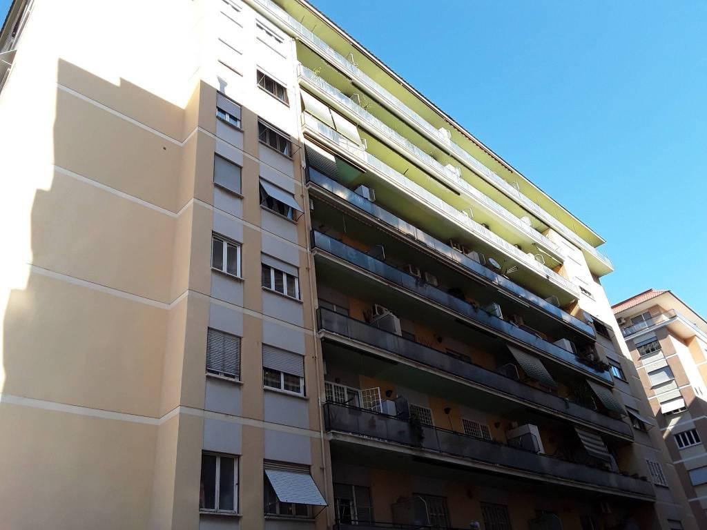 foto facciata Bilocale via Altavilla Irpina 7, Roma
