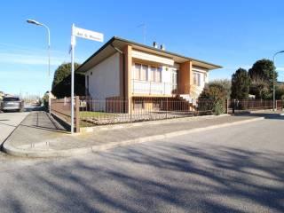 Foto - Villa unifamiliare 170 mq, Roverbella