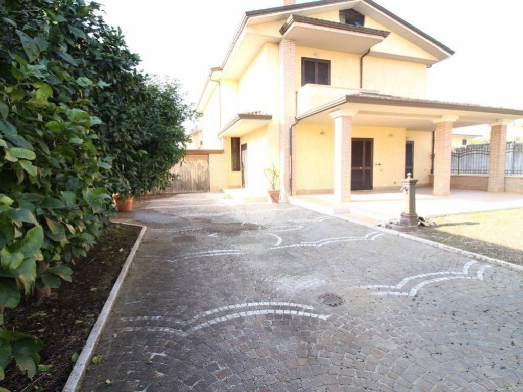 foto  Villa bifamiliare via Giovanni Pascoli, 31, Casapesenna