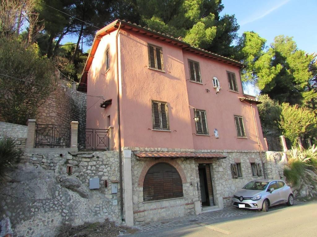 foto  Single-family townhouse Strada Provinciale Quintiliolo, Tivoli
