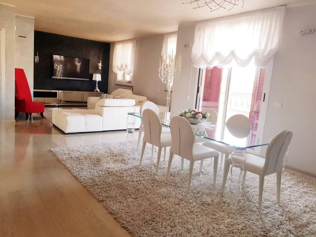 foto sala Penthouse via Grazia Deledda, Vignate