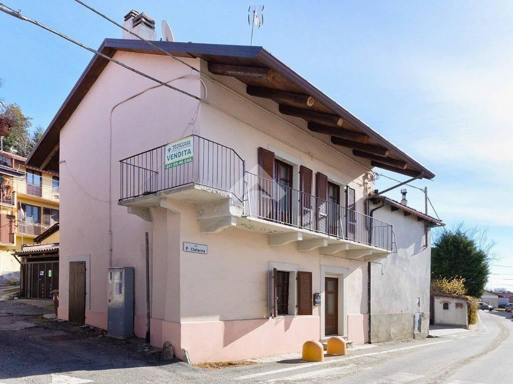 foto esterno Detached house via Principi delle Cisterna 41, Reano