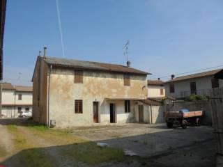 Foto - Casa indipendente 220 mq, da ristrutturare, Grumello Cremonese ed Uniti