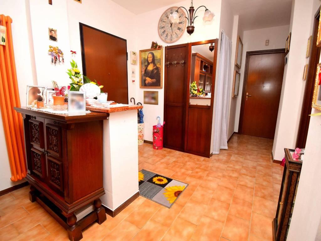 Vendita appartamento venaria reale quadrilocale in via for Appartamento venaria