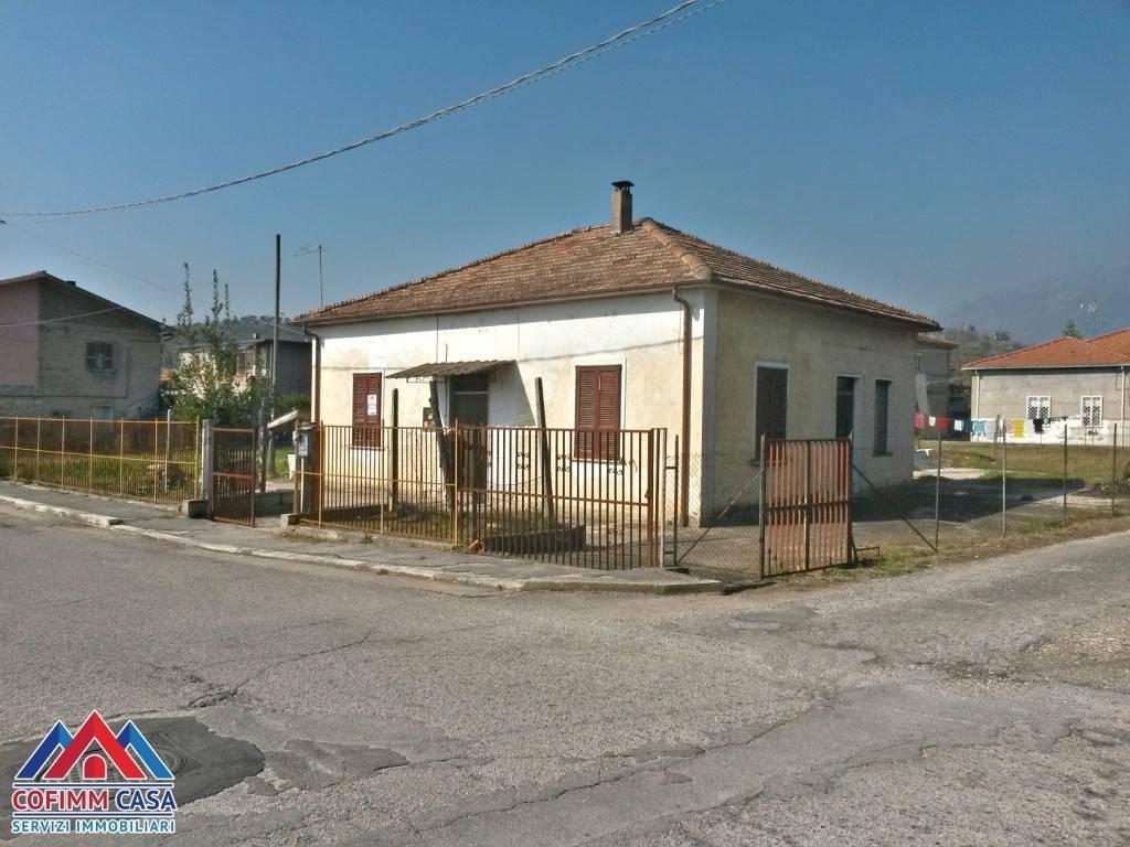 foto facciata Single-family townhouse via Samucito, Isola del Liri
