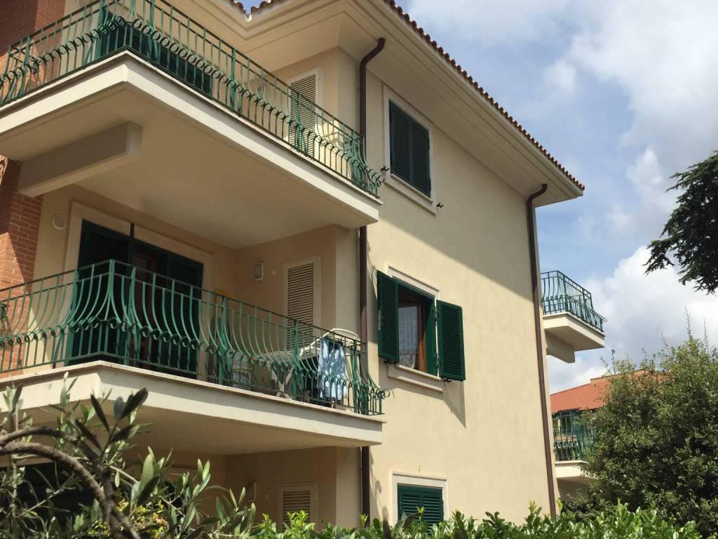 foto Facciata Interna Quadrilocale corso Vittoria Colonna 156, Marino