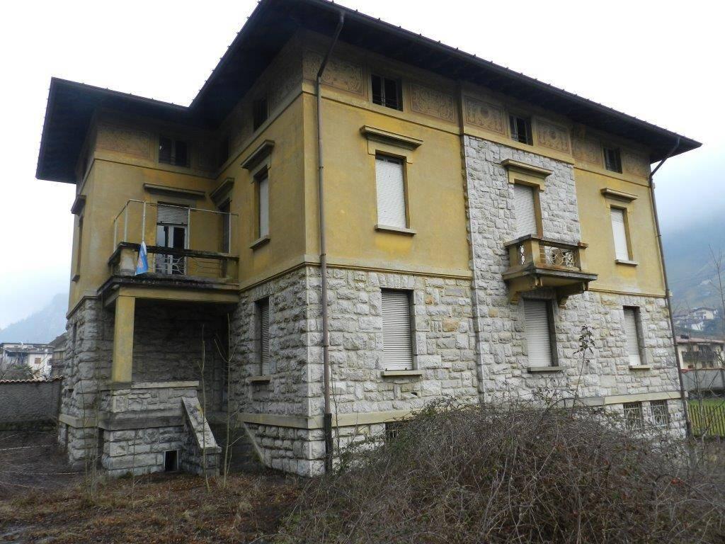 foto  Building via Lombardia 6, Ardesio