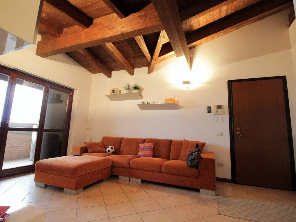 foto soggiorno 3-room flat via Mario Giuliani, Bubbiano