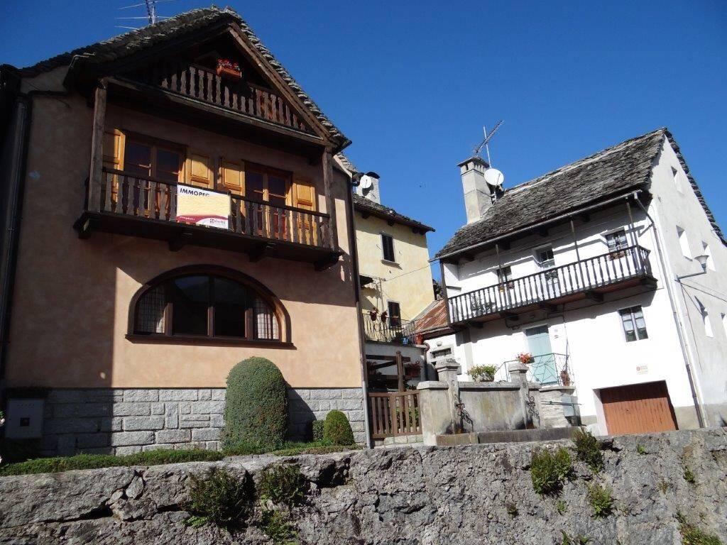 foto  Casa indipendente via Circonvallazione 30, Crodo