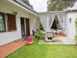 Foto - Villa unifamiliare via Monviso, Camparada