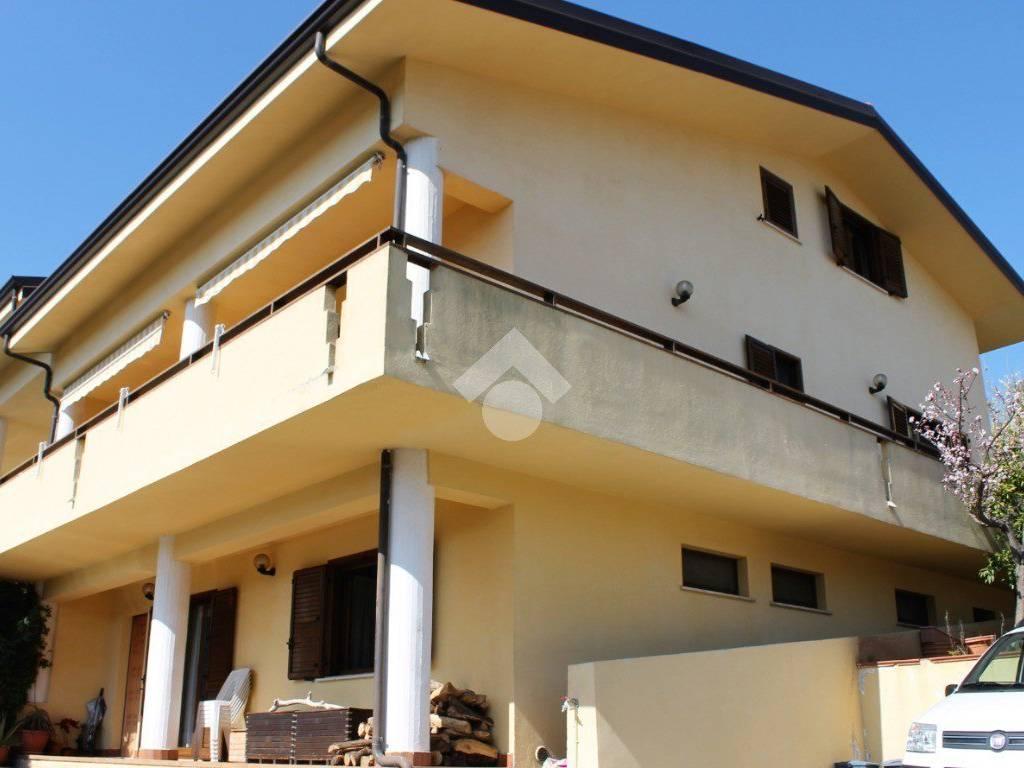 foto  Villa bifamiliare via P  Micca, Rende