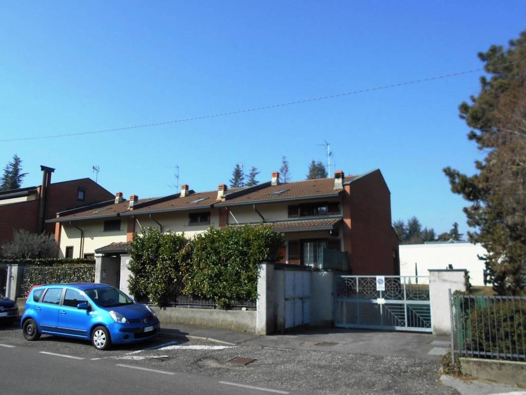 foto esterno Villa a schiera via Enrico Fermi, Lurago d'Erba