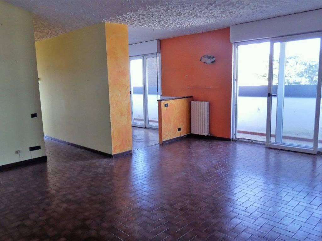 foto Soggiorno/sala da pranzo 3-room flat via Vecchia Canturina 4-a, Novedrate