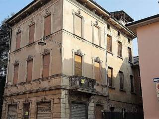 Photo - Building tre piani, to be refurbished, Pandino