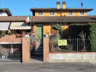 Foto - Villa a schiera via Guglielmo Marconi, Maclodio