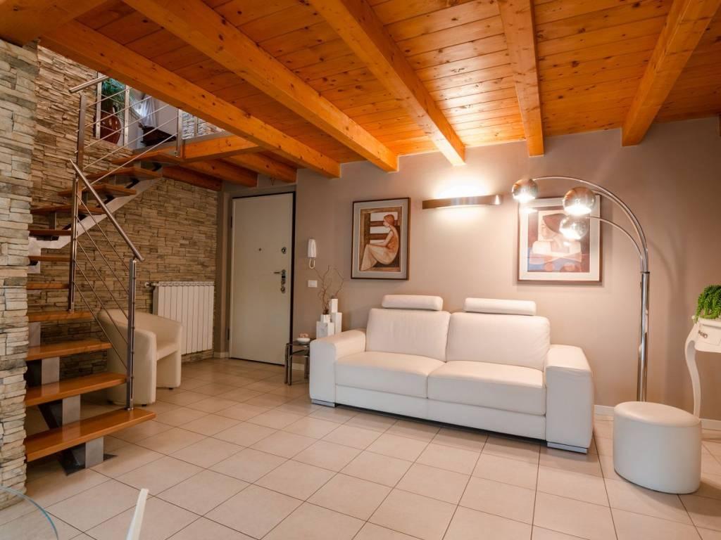 foto ingresso 3-room flat via Lecco 37, Mozzo