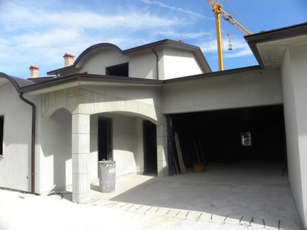 foto  Villa bifamiliare, nuova, 190 mq, Cadeo