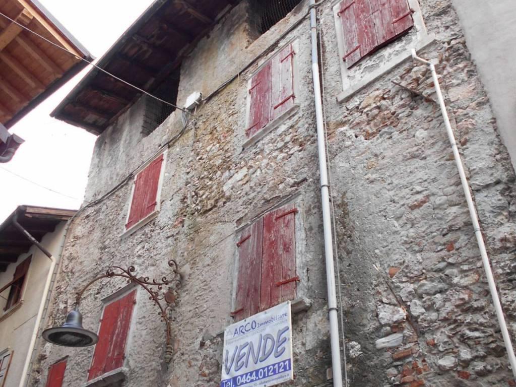 foto  Casa indipendente 220 mq, da ristrutturare, Arco