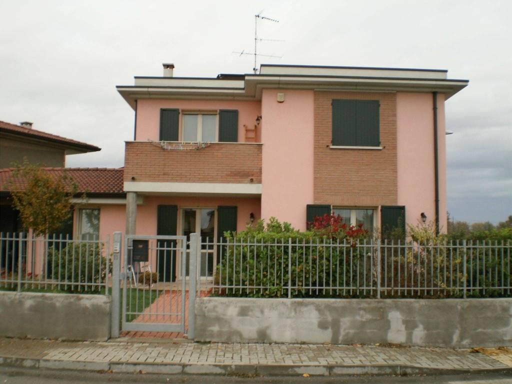 foto  Single family villa via Torquato Tasso, Marmirolo