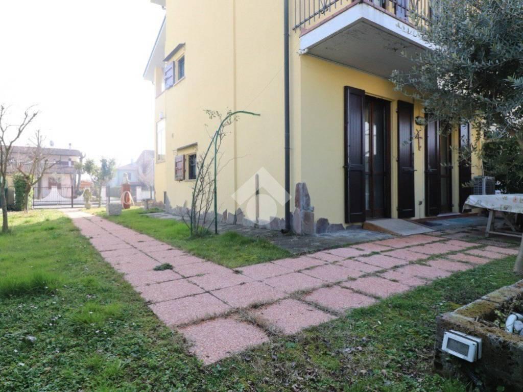 foto ESTERNO Multi-family villa Strada Antonio Gramsci 1-l, Porto Mantovano