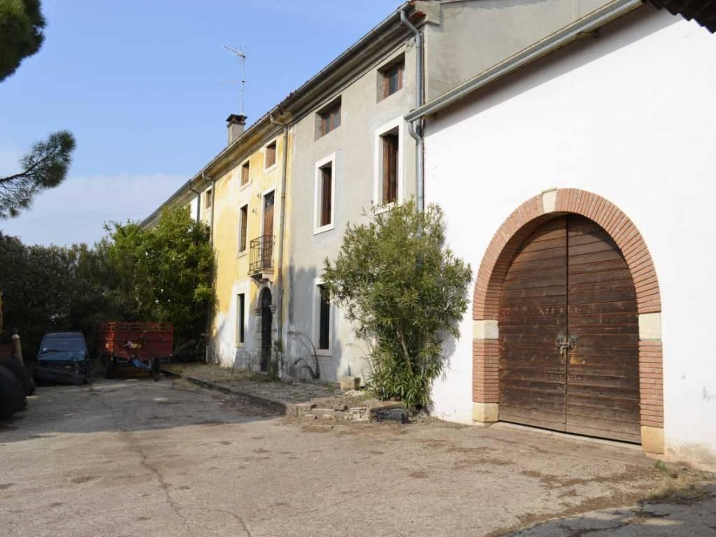 foto  Country house, good condition, 200 sq.m., Roncà