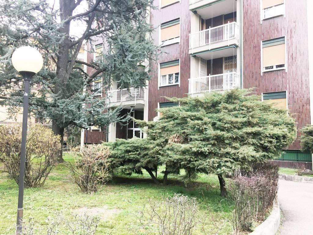 foto facciata 3-room flat via Don Luigi Guanella 18, Baranzate