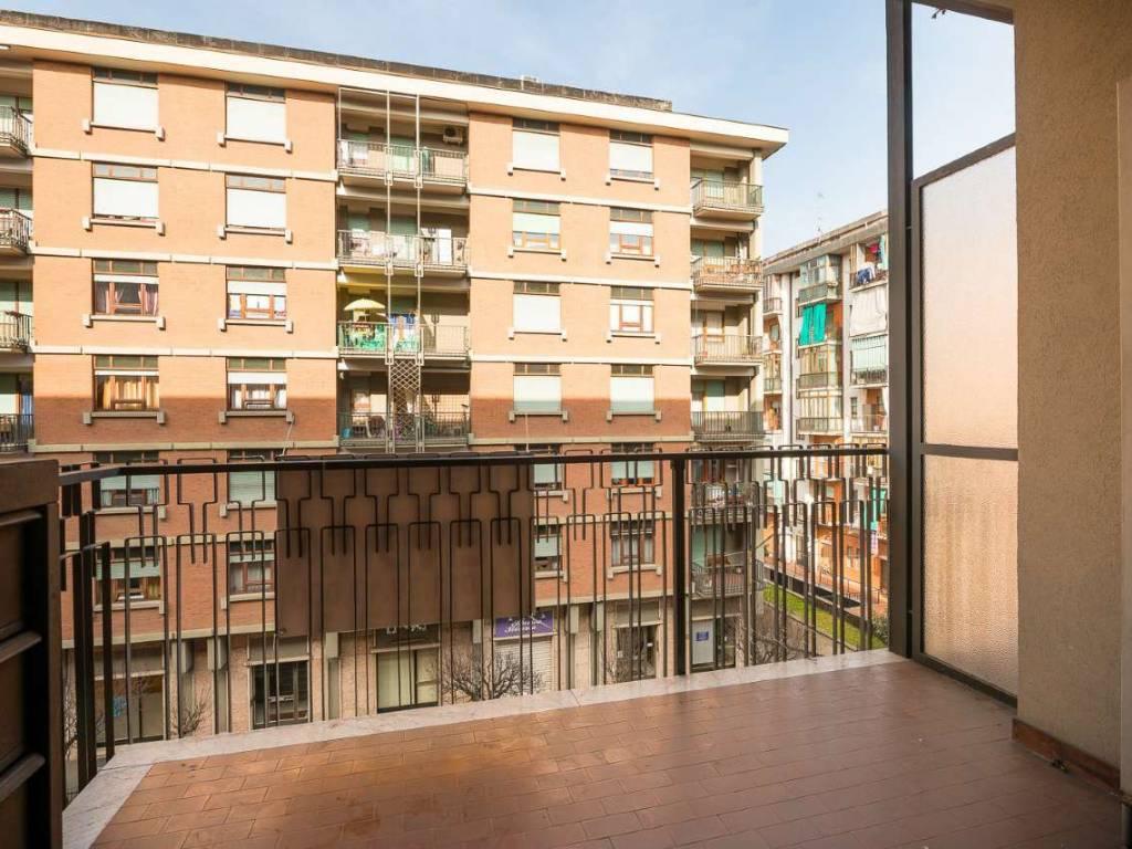 foto balcone Trilocale via Albenga 11-6, Torino