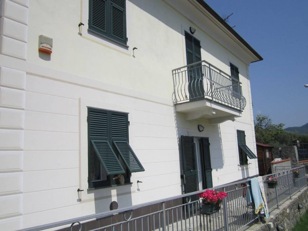 foto  Villa bifamiliare, ottimo stato, 270 mq, Casarza Ligure