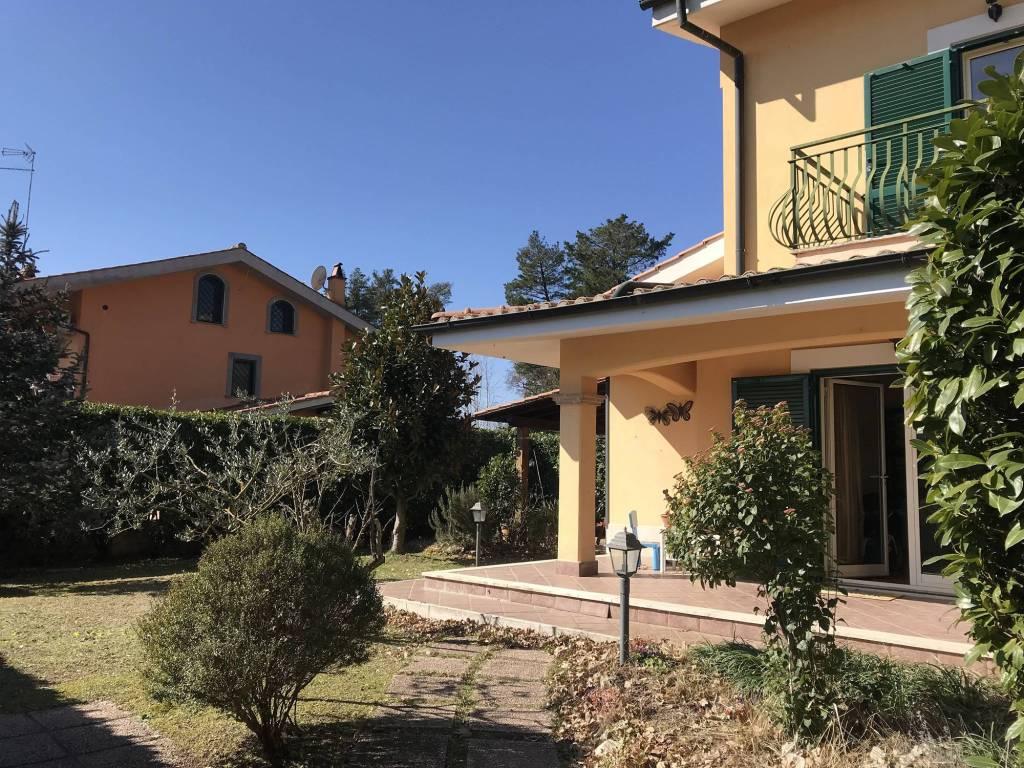 foto Giardino Multi-family villa via Ludwig van Beethoven, Nepi