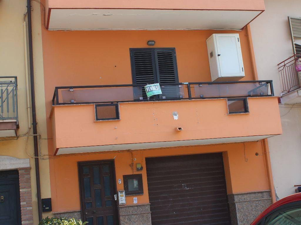 foto  Villa a schiera piazza Nino Bixio, Cancello ed Arnone