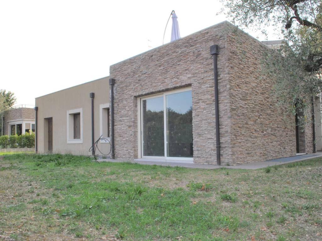 foto fronte 2 Villa unifamiliare via Castellana, Soiano del Lago