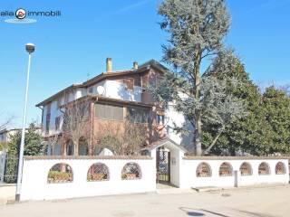 Foto - Villa plurifamiliare via Umbria 27, Baselica, Giussago