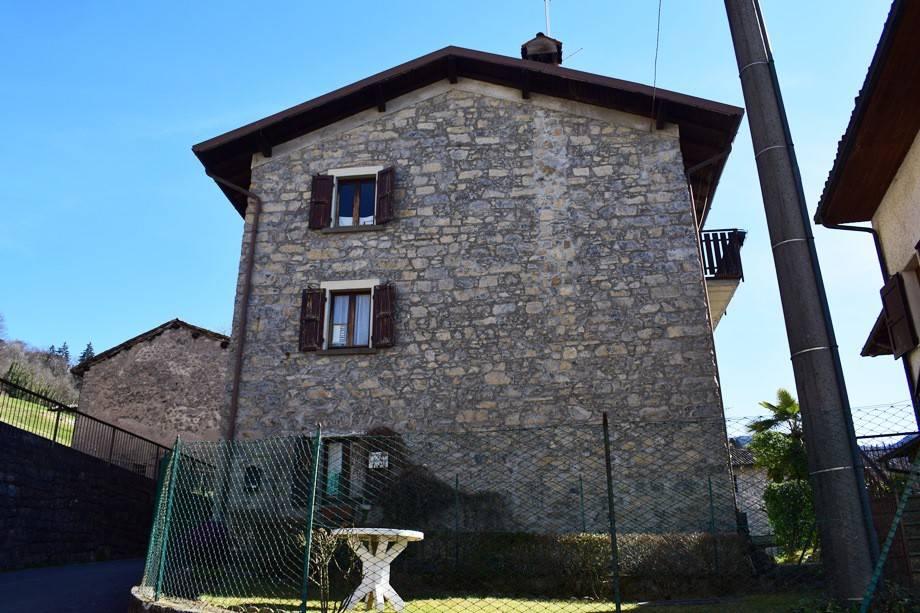 foto  Building via Vescovo Orsetti, Costa Serina