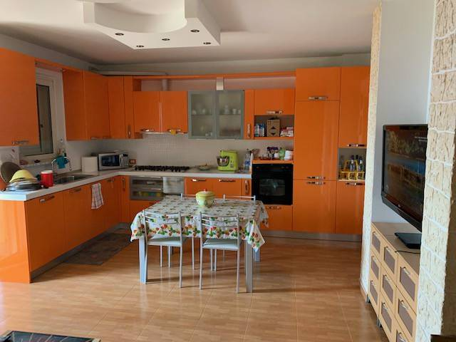foto  4-room flat Strada Statale Adriatica, Tortoreto