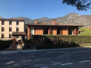 Foto - Villa unifamiliare via Giulio Cesare 3-b, Mandello del Lario