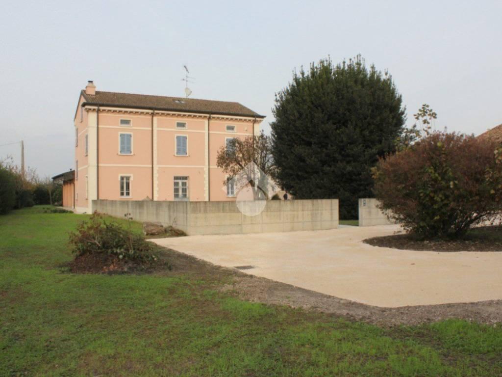 foto  Single family villa Strada Gazoldo, Gazoldo degli Ippoliti