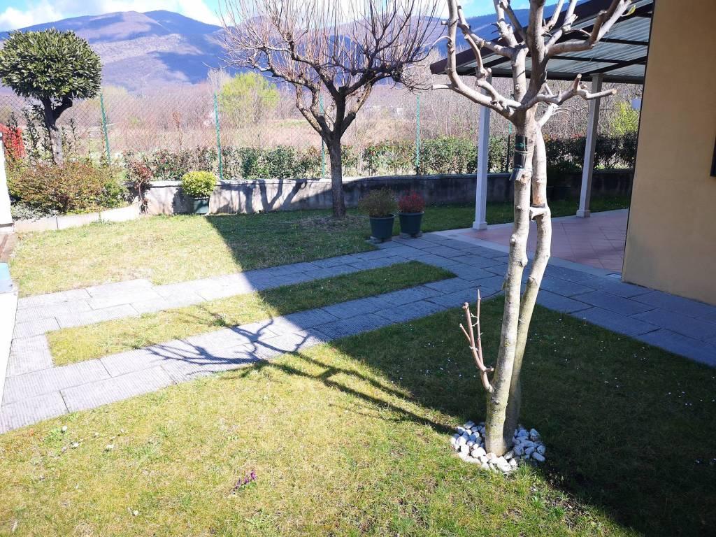 foto Giardino Villa bifamiliare via Don Rantini, Collebeato