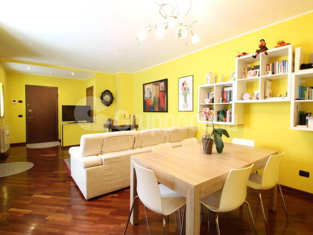 foto Soggiorno 4-room flat via Vittorio Emanuele, Cuggiono