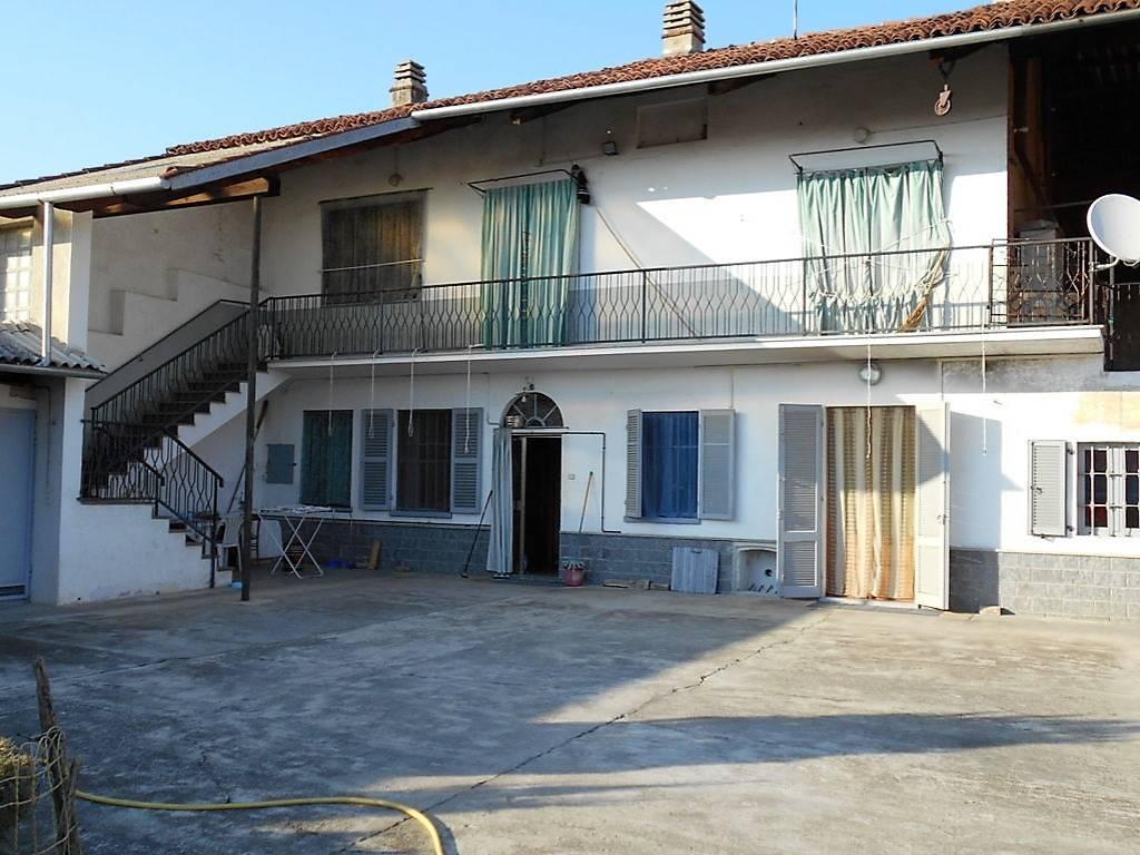 foto  Cascina via Torino 26, Borgo d'Ale