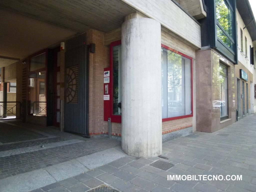 foto esterno Negozio in Affitto a Bovisio-Masciago