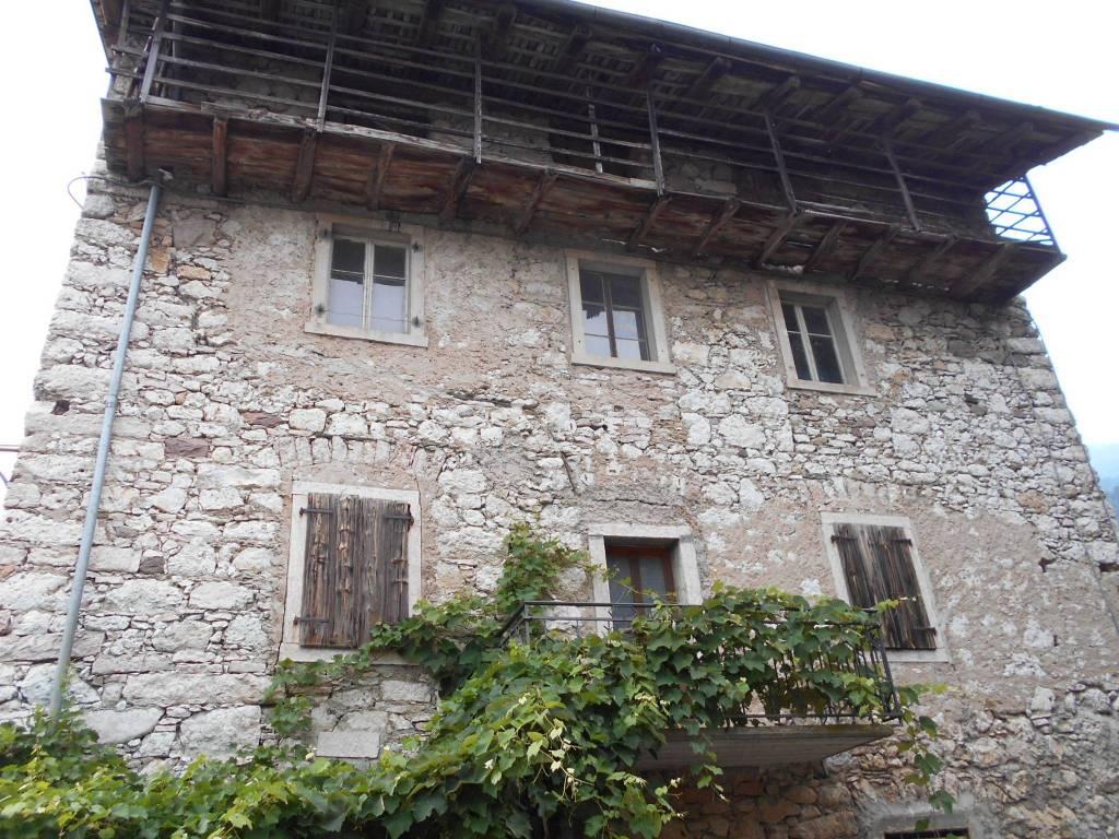 foto  Casale, da ristrutturare, 520 mq, Drena