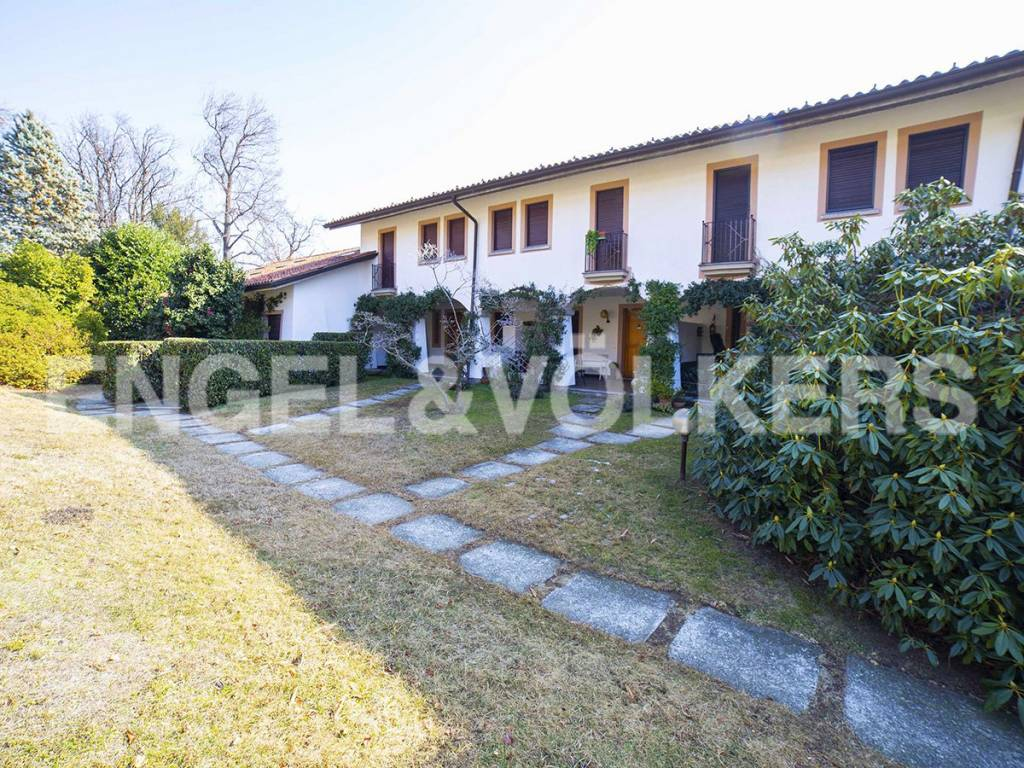foto Facciata Villa unifamiliare via per Comnago, Lesa